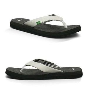 Sanuk black and white flip flops